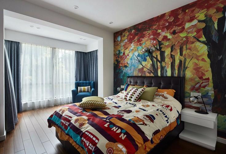 卧室整面墙的手绘墙,画出了女主人童话般的心.